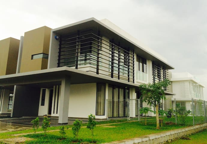 Semi-D Villa, East Ledang, Nusajaya
