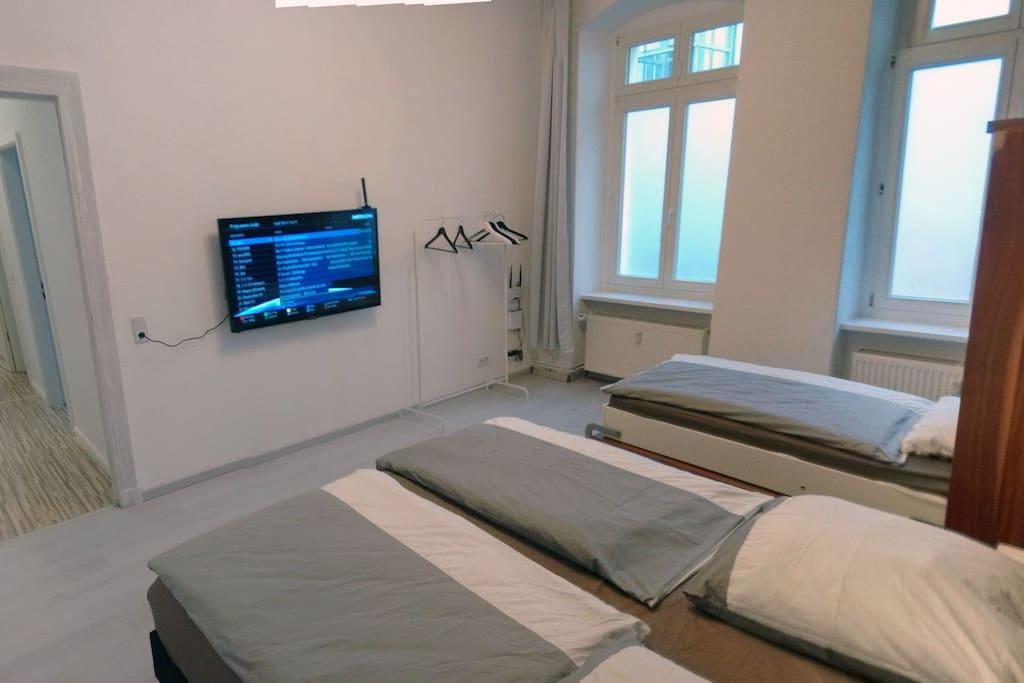 Big room. King Size bed 180 cm x 200 cm / 71 in × 79 in + Single bed 90 cm x 200 cm / 36 in × 79 in