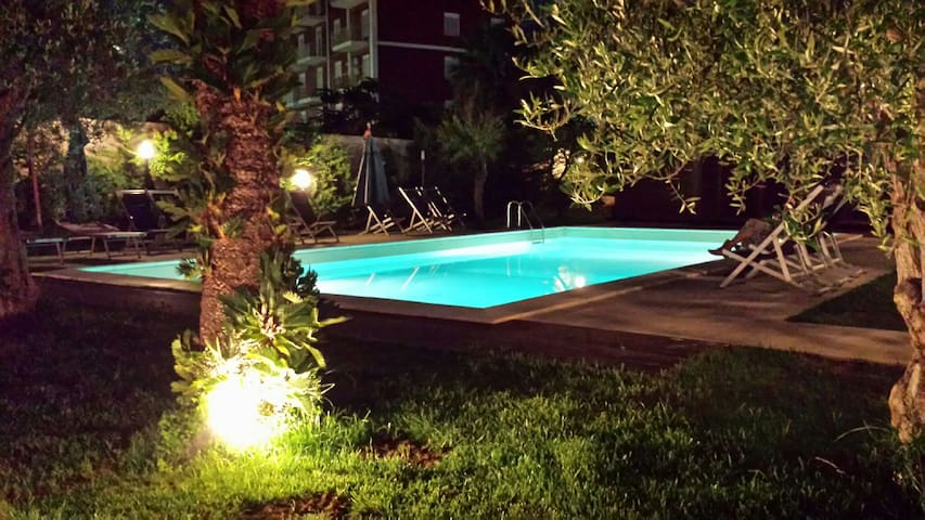 Design&Style beachfront 80sqm with garden and pool - Palermo - Appartement