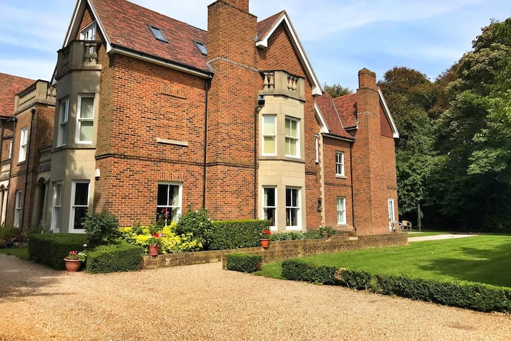 CLEAN, QUIET AND LOVELY VIEWS IN THE HEART OF KENT