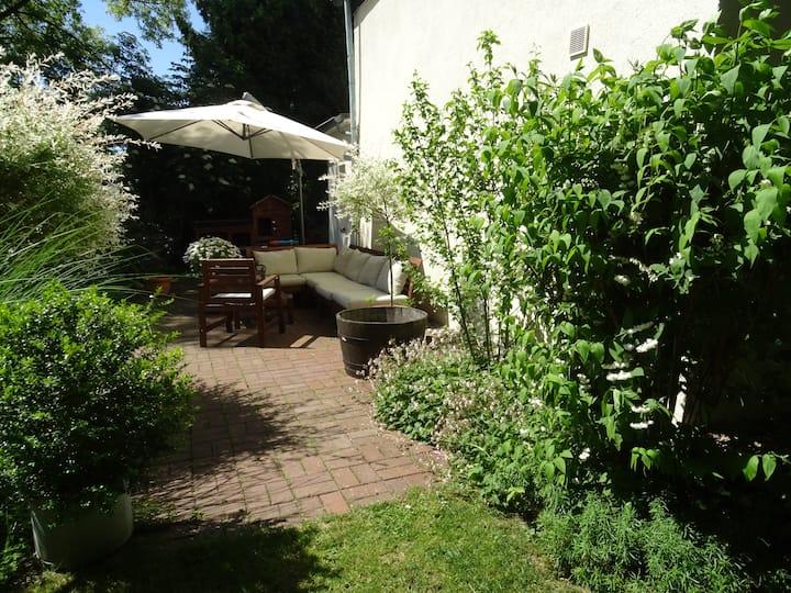 Messe- Ferienhaus in grüner Oase