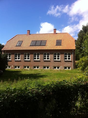 House in the woods. - Randbøl - 一軒家