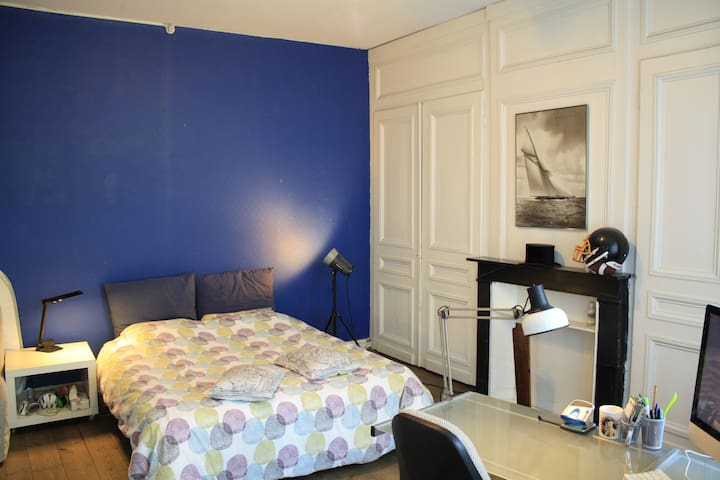 la chambre bleue lille hellemmes townhouses for rent in lille hellemmes nord pas de calais. Black Bedroom Furniture Sets. Home Design Ideas