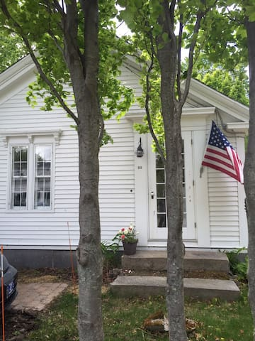 Art-sun-filled, 3BD charming house - Yarmouth - House
