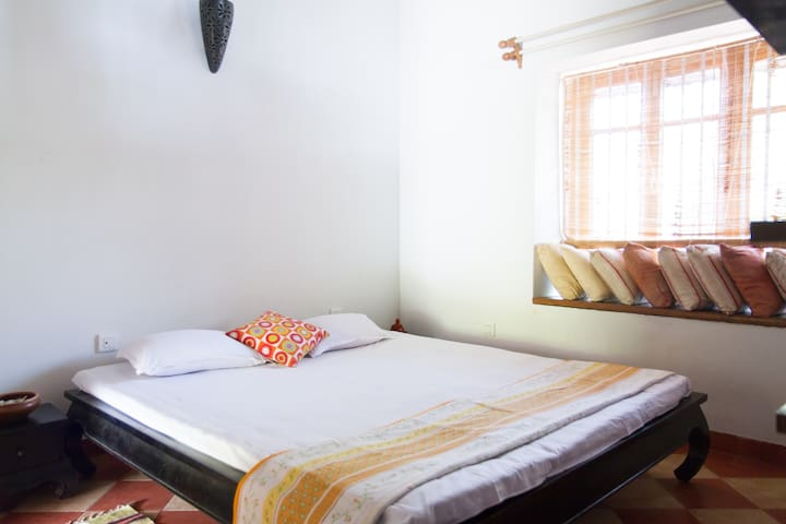 Master Room in Villa just off Main Rd - Nord-Goa - Bed & Breakfast