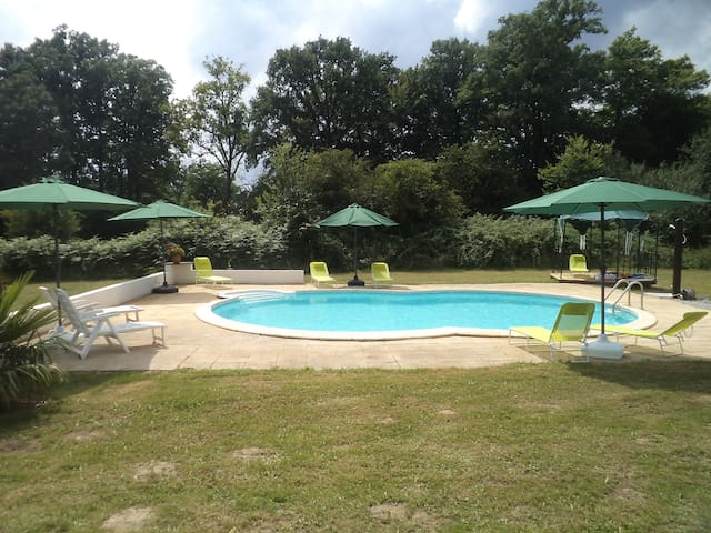 Spacious Gite with swimming pool - Saint-Julien-le-Vendômois