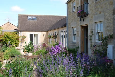 Luxury Cotswold studio apartment winter break - Chalford Hill