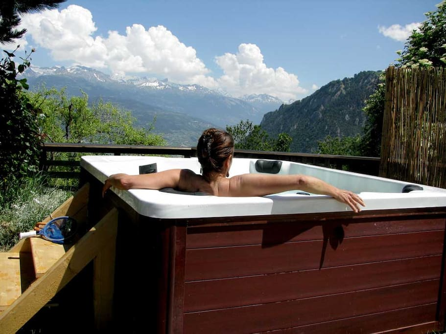 Jacuzzi with a spectacular view!for 5 pers.