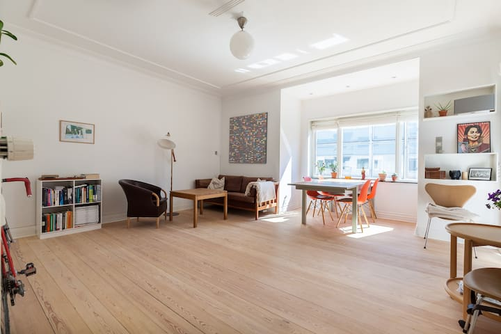Clean and classy with two balconies - Aarhus C - Wohnung