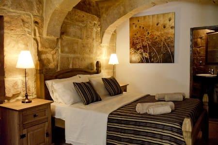 Saveria-300yr old house in historic part of Naxxar - Naxxar