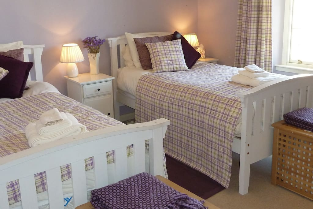 Lilac Room Twin Beds