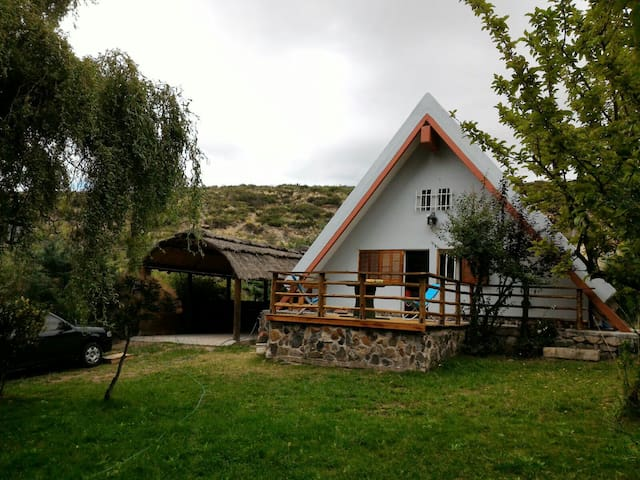 Don Vicente House among mountains - Las Carditas, Potrerillos - Houten huisje