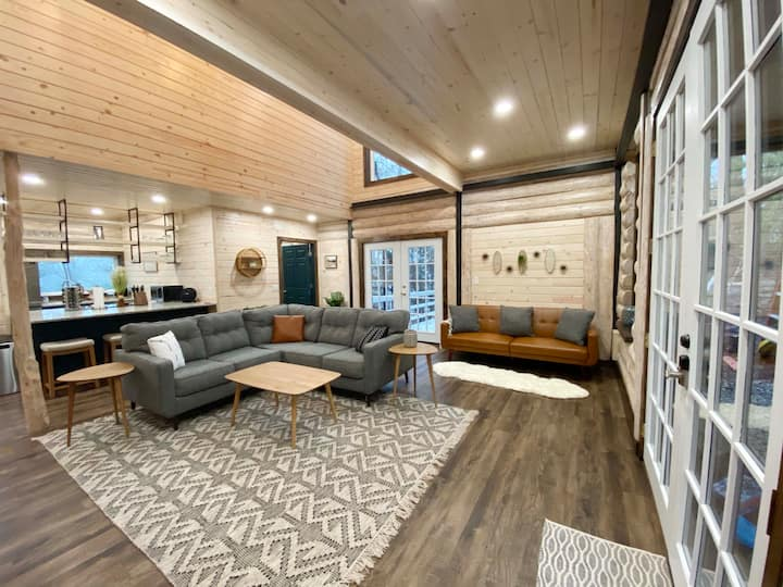 Luxury Cabin with King Beds, Game Room & Fire Pit