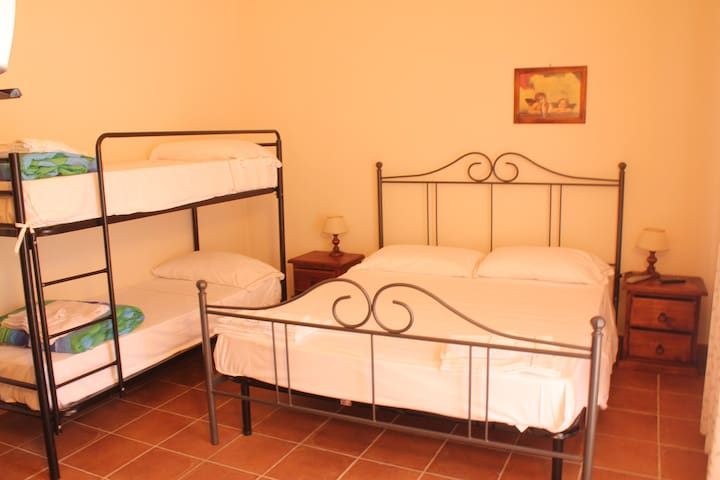 Four beds room in a green paradise - Orbetello - Bed & Breakfast
