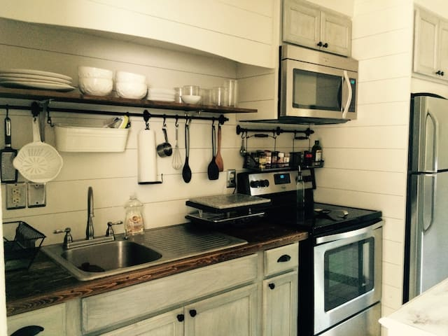 Beach bungalow, walk to the ocean - Ormond Beach