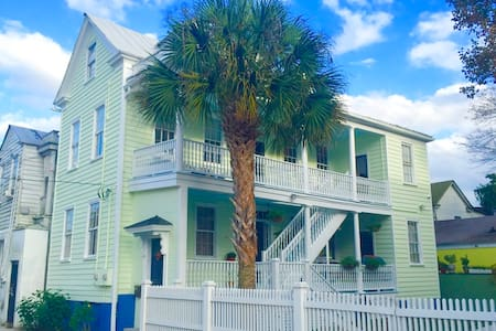 Historical Southern Charmer w/ Off Street Parking - Charleston - Dom
