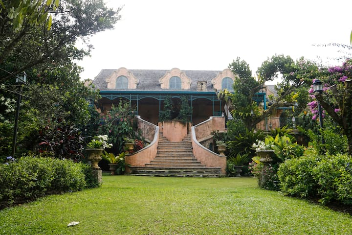 Relaxed Tuscan Hideaway in Tagaytay - Tagaytay - Bed & Breakfast