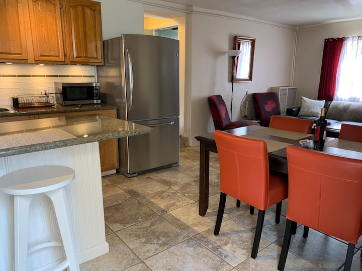 Beautiful  Updated 2BD near Campus
