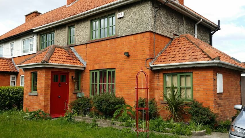 Two cozy double rooms at Woodside, In Crumlin. - Crumlin - House