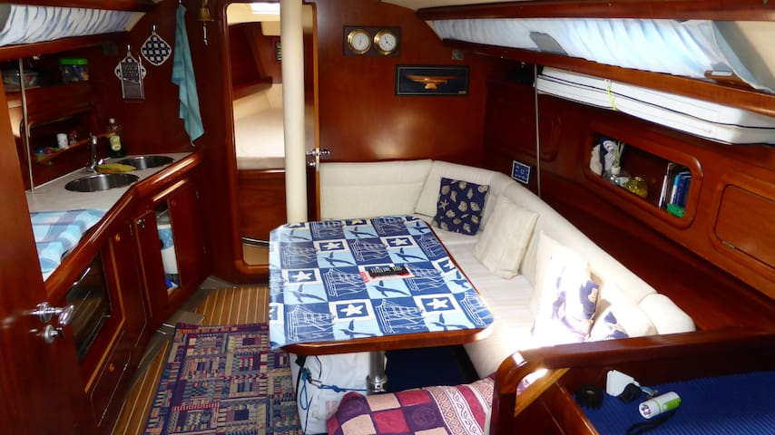 Amazing Sail boat - Cinque Terre