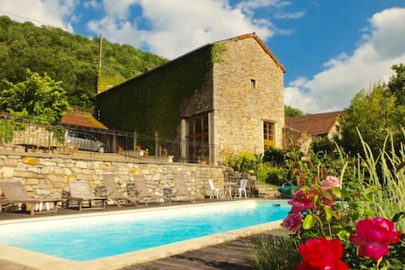 Converted barn in stunning setting - Ambeyrac - House