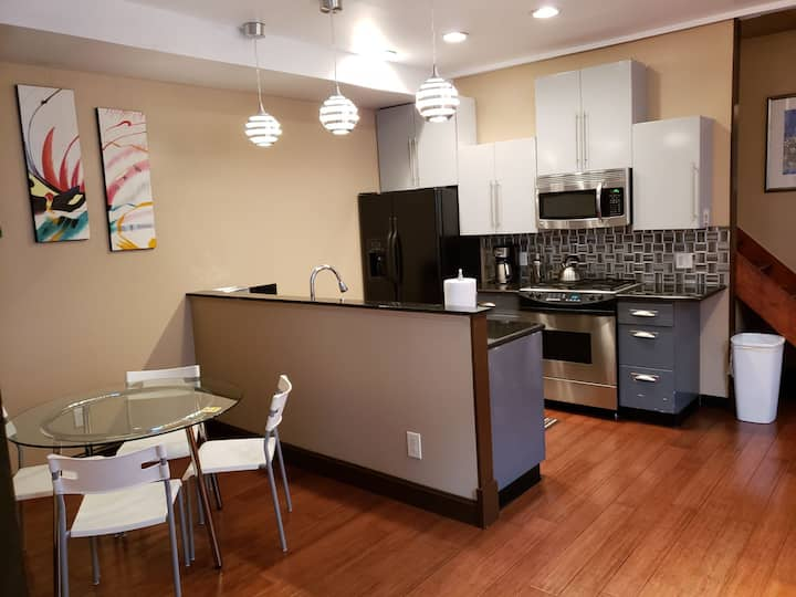 ★ Cincinnati Oasis ★ Patio /Walk UC/Downtown