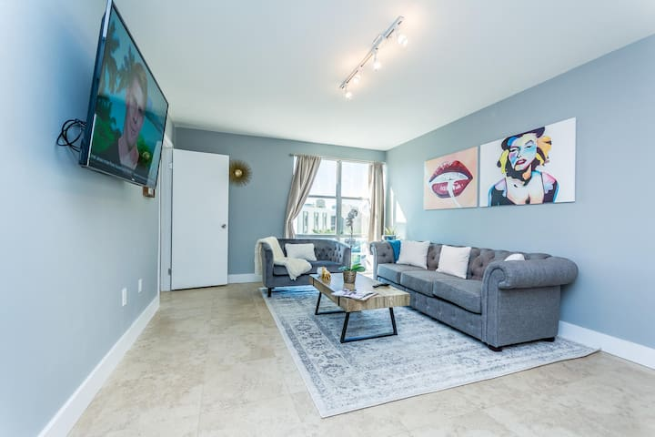 New Property! Cozy Modern Condo With Beach Access