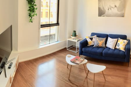 Cozy # 1 unbeatable CBD location ! Flinders ST !