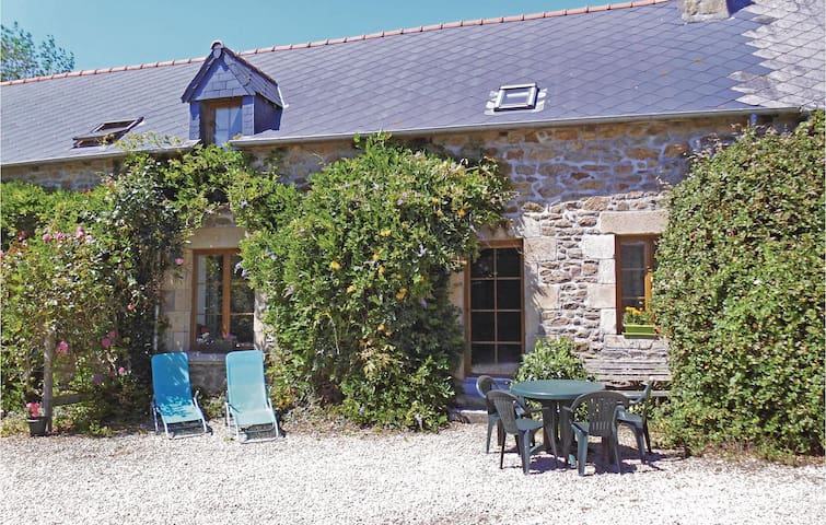 Holiday cottage with 4 bedrooms on 128 m² in Pluduno