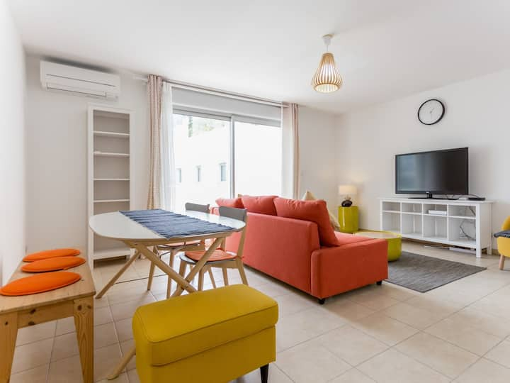 Sunny flat with terrace at the heart of Marseille