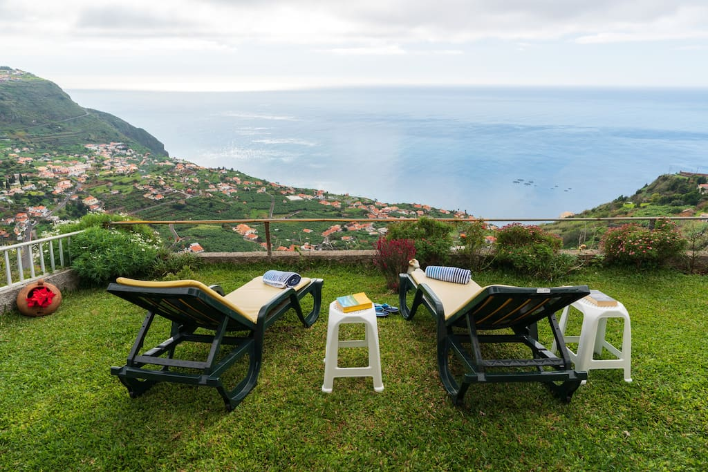 180º view to the sea and hills of Arco.