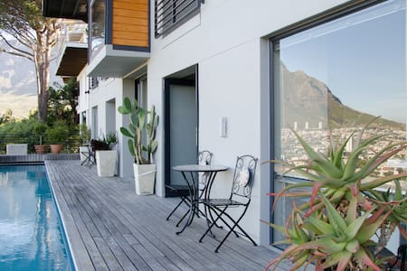 Stylish Studio N High Above Town - Cape Town
