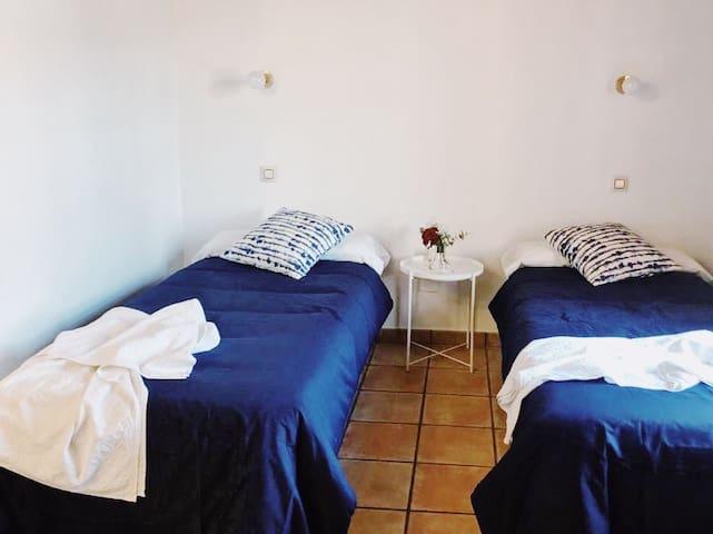 Habitación triple baño privado en Posada rural