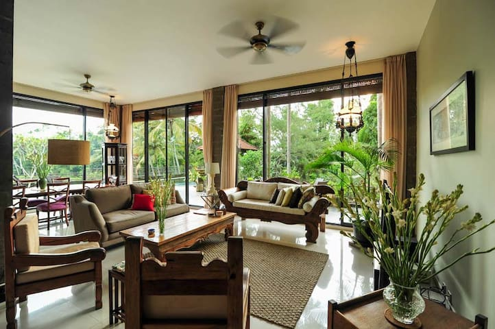 Ubud's 3 Br LUXURY villa w/ countryside ambience