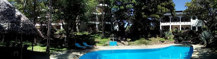 Private beach, swimming pool, wifi (room 16)