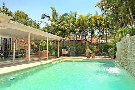 Tropical paradise -BednBreakfast -Pet friendly - Yaroomba - 家庭式旅館