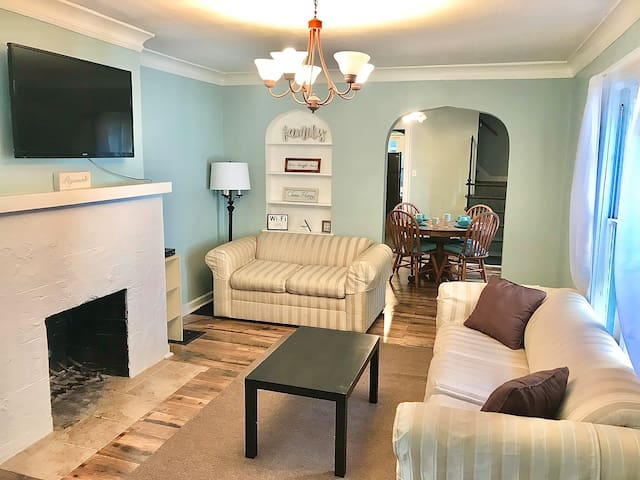 Broadripple Bungalow Minutes From Downtown