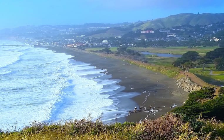 Cozy house, large yard near the beach & SF - Pacifica