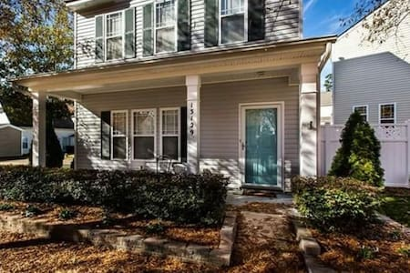 Home Away From Home: Charming Private Room for 2! - Huntersville - Huoneisto