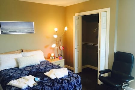 Private Room hosted by Derek Winnipeg,MB, Canada - Winnipeg - Bed & Breakfast