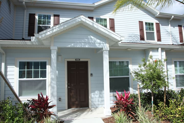 Magnificent 3 Bed Town Home Close To Disney - Kissimmee - Townhouse
