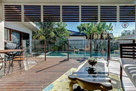 TWIN SINGLE ROOM FOR SHORT STAY,POOL GYM,SAUNA - Bundall