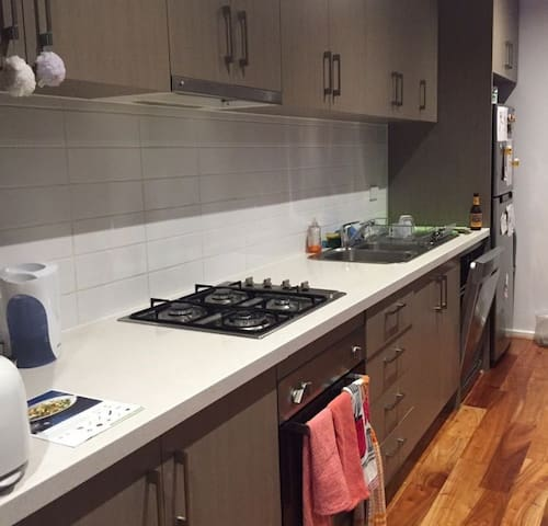 Nice room in relaxed apartment w/ friendly couple - Reservoir - Apartamento