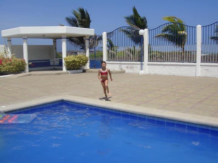 Casa/ Villa al pie del mar con piscina