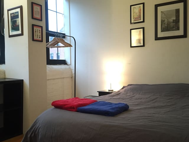 PRIVATE ROOM - Sunny and Spacious - Brooklyn Loft