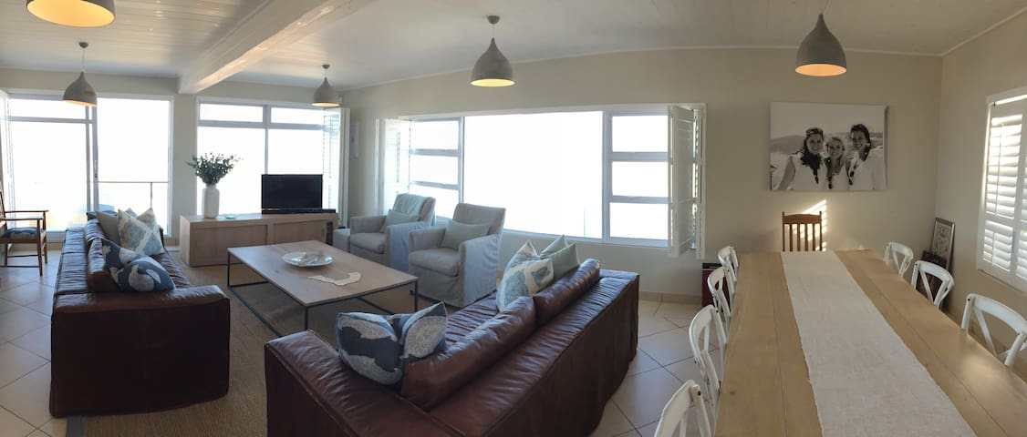 Family home with beautiful ocean view - Buffels Bay