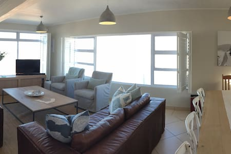 Family home with beautiful ocean view - Buffels Bay - Hus