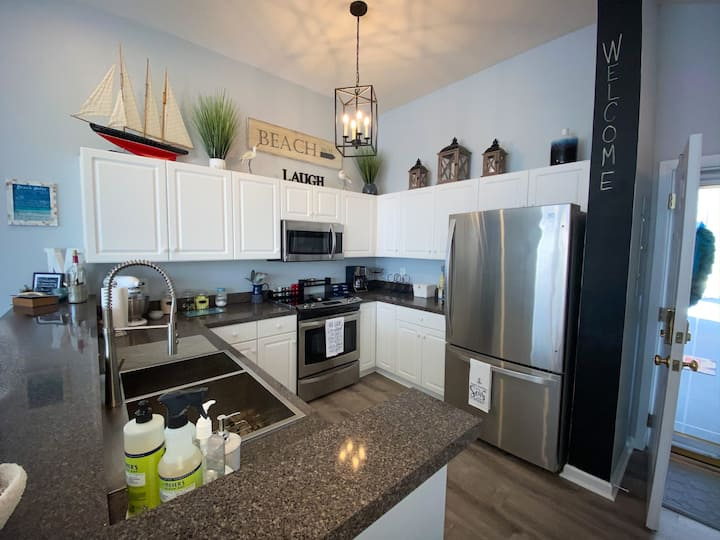 Waterway community. 3 bedroom, 2 bath condo on 3rd floor (no elevator) in the Ocean Drive section of North Myrtle Beach. Outdoor pools, hot tub, grilling area, walking paths.1 mile from ocean.
