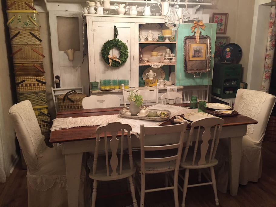 Full country (or your choice) breakfast will be served here. Seasonal China and silver will be used. Oh yes, cloth napkins, of course.