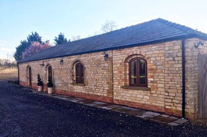 Lovely Stone  Barn Conversion Near Lincoln - Ashby de la Launde
